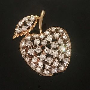 🍎 Stunning Rhinestone Apple Brooch